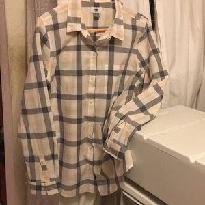 Women's Old Navy button down long sleeve shirt.